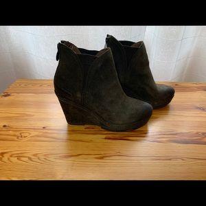 Geox dark green suede boots, size 36
